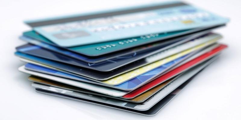 Rewards Cards: Should You Choose Cash Back or Points?
